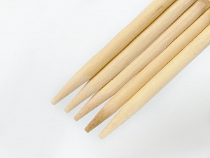 8 mm (US 11) A set of 5 double-poing knitting needles. Length: 20 cm. Material: Wooden Brand Ice Yarns, acs-894