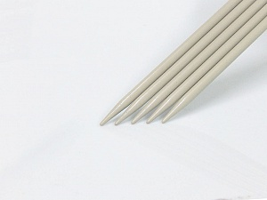 7 mm (US 10 1/2) Length: 30cm. Size: 7 mm (US 10 1/2) A set of 5 double-point knitting needles. Brand Ice Yarns, acs-1072