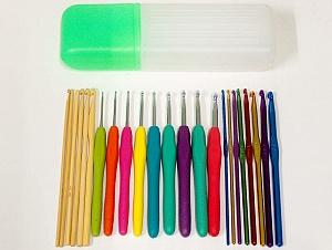 A set of 22 crochet hooks. Sizes (Bamboo): 3mm, 3.5mm, 4mm, 4.5mm, 5mm, 6mm. (Soft Grip): 2.5mm, 3mm, 3.5mm, 4mm, 4.5mm, 5mm, 5.5mm, 6mm. (Color Aluminum): 2.5mm, 3mm, 3.5mm, 4mm, 4.5mm, 5mm, 5.5mm, 6mm.  Comes in hook case. Brand Ice Yarns, acs-1214